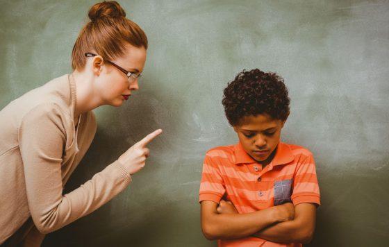 insegnante rimprovera